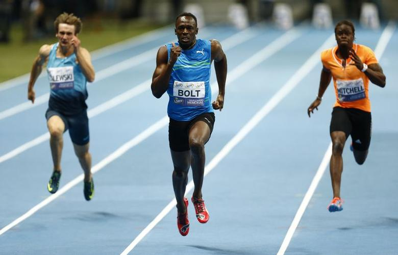 Usain Bolt of Jamaica (C), Poland's Karol Zalewski (L) and Sheldon Mitchell of Jamaica compete in the men's 100m race during the fifth Athletic Memorial, a tribute to deceased Olympic Champion Kamila Skolimowska, at the National Stadium in Warsaw August 23, 2014. REUTERS/Kacper Pempel