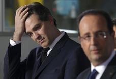 """Avec un remaniement """"anti-Montebourg"""", François Hollande affirme sa politique pro-entreprises et ménage l'Europe en refusant une confrontation que la France aborderait en position de faiblesse. Le remaniement intervient à la veille de l'ouverture de l'université d'été du Medef, offrant au Premier ministre une tribune de choix pour tenter de rallier les chefs d'entreprise à sa cause. /Photo prise le 17 décembre 2012/REUTERS/Philippe Wojazer"""
