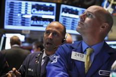 Le Standard & Poor's 500 a franchi lundi à Wall Street le seuil psychologique des 2.000 points pour la première fois de son histoire, dopé par les valeurs financières et biotechnologiques. /Photo d'archives/REUTERS/Brendan McDermid
