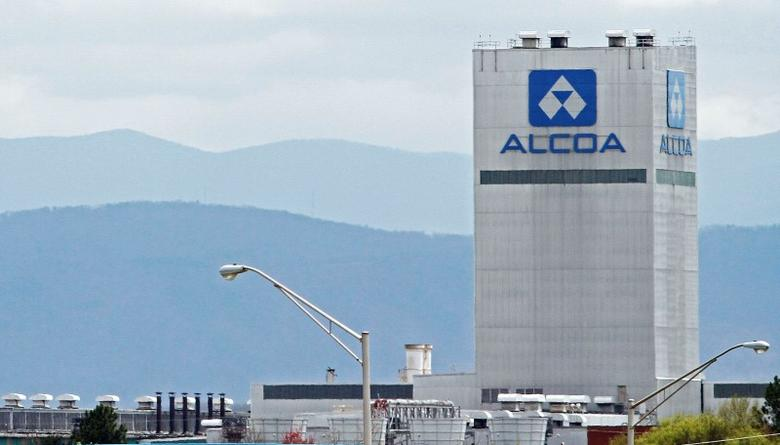 An Alcoa aluminum plant in Alcoa, Tennessee is seen in this April 8, 2014 file photograph. REUTERS/Wade Payne/Files