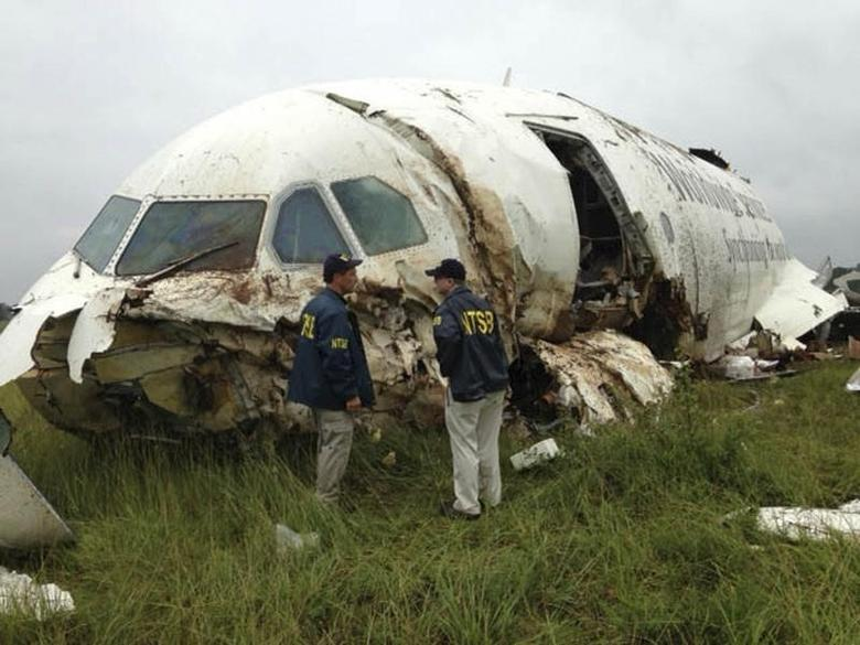 Inspectors survey the wreckage of a UPS Airbus A300 cargo plane which crashed near the airport in Birmingham, Alabama August 14, 2013 in this National Transportation Safety Board (NTSB) handout photo.    REUTERS/NTSB/Handout via Reuters