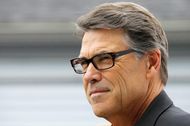 Texas Governor Rick Perry, a possible Republican candidate for the 2016 presidential race, waits to speak at a ''NH GOP Victory Rally'' in Stratham, New Hampshire August 23, 2014.   REUTERS/Brian Snyder