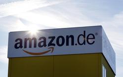 Imagen de archivo del centro de logística de Amazon en Graben, Alemania, dic 16 2013. Amazon.com está en negociaciones para comprar Twitch, la red de juegos en tiempo real en cuya compra se informó que estaría interesado Google, dijo el lunes el blog tecnológico The Information citando a dos personas familiarizadas con el asunto.  REUTERS/Michaela Rehle