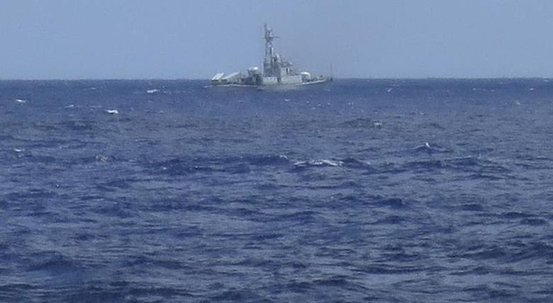 A Chinese navy frigate is seen on the horizon in waters close to the Haiyang Shiyou 981, known in Vietnam as HD-981, oil rig in the South China Sea July 15, 2014. REUTERS/Martin Petty