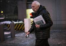"Contemporary artist Jasper Johns exits the Manhattan Federal Courthouse in New York January 23, 2014. Johns took stand against a foundry owner charged with trying to sell off a fake sculpture of his iconic 1960 painting ""Flag"", local media reported.  REUTERS/Brendan McDermid"