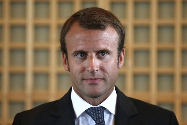 Newly-named French Economy Minister Emmanuel Macron attends the official handover ceremony at the Bercy Finance Ministry in Paris August 27, 2014.   REUTERS/Charles Platiau
