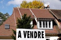 Les ventes de logements neufs en France ont reculé de 15,0% au deuxième trimestre par rapport à la même période l'année dernière, selon les chiffres dévoilés jeudi par la Fédération des promoteurs immobiliers (FPI) qui attend beaucoup du nouveau plan de relance du secteur qui devrait être annoncé vendredi. /Photo d'archives/REUTERS/Charles Platiau