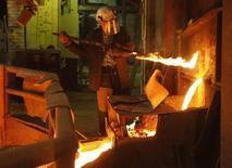 Цех комбината Норникеля в Норильске 16 апреля 2010 года. Норильский никель, крупнейший в мире производитель никеля и палладия, в первом полугодии 2014 года увеличил чистую прибыль в 2,7 раза до $1,46 миллиарда, благодаря низкой базе прошлого года, сообщила компания. REUTERS/Ilya Naymushin