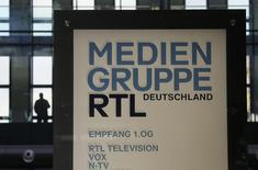 Le groupe allemand de médias Bertelsmann a réduit ses prévisions de résultats annuels en raison de la nouvelle taxe sur les publicités en Hongrie qui a pesé sur les performances de sa filiale RTL. /Photo d'archives/REUTERS/Wolfgang Rattay