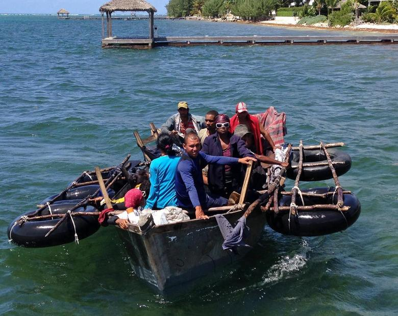 A home-made aluminum boat carrying 16 Cuban migrants pulls up to a dock seeking what the migrants said was refuge from rough seas, in Grand Cayman island August 28, 2014. REUTERS/Peter Polack