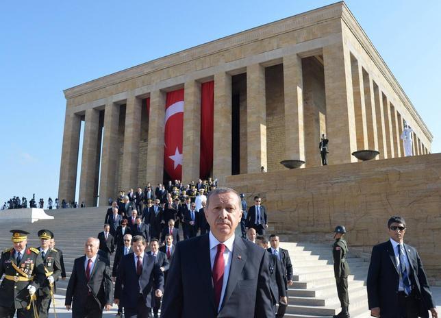 Turkey's President Tayyip Erdogan (C) attends a ceremony marking the 92nd anniversary of Victory Day at Anitkabir, mausoleum of modern Turkey's founder Ataturk, in Ankara August 30, 2014. REUTERS/Stringer