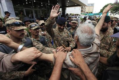 Pakistani protesters clash with police, soldiers...
