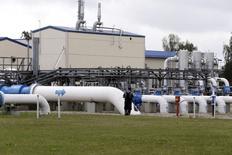 A UE poderia proibir exportações de gás e limitar o uso industrial como parte de medidas de emergência para proteger a oferta de energia às famílias neste inverno, enquanto se prepara para uma possível interrupção no fornecimento de gás da Rússia. 12/08/2014 REUTERS/Ints Kalnins