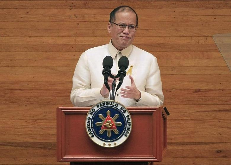 Philippine President Benigno Aquino gestures as he delivers his fifth State of the Nation Address (SONA) during the joint session of the 16th Congress at the House of Representatives of the Philippines in Quezon city, metro Manila July 28, 2014.  REUTERS/Romeo Ranoco