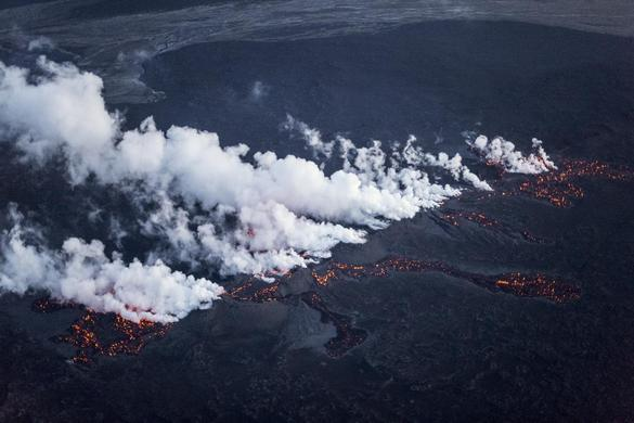 Picture shows magma along a fissure in a lava field north of the Vatnajokull glacier, which covers part of Bardarbunga volcano system, August 29, 2014.  REUTERS-Marco Nescher
