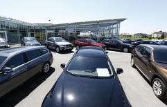 Les ventes de voitures neuves ont diminué de 0,5% à 213.100 unités en août en Allemagne, faisant craindre que la reprise du marché automobile européen marque déjà le pas. /Photo prise le 19 mai 2014/REUTERS/Michaela Rehle