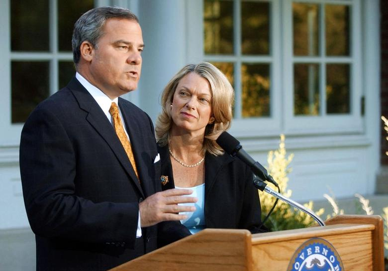 Three-term Republican Connecticut Governor John Rowland with his wife Patty at his side, makes a televised address from the governor's residence in Hartford, Connecticut, in this file photo taken June 21, 2004. REUTERS/Bob Child/Pool