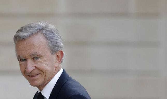 LVMH Chief Executive Bernard Arnault arrives to attend a dinner at the Elysee Palace in Paris September 1, 2014. French luxury groups LVMH and Hermes have settled on September 3, 2014 their dispute over LVMH's 23.2 percent stake in the maker of Birkin and Kelly handbags, striking a deal under which the holding will be distributed among LVMH's shareholders. REUTERS/Christian Hartmann