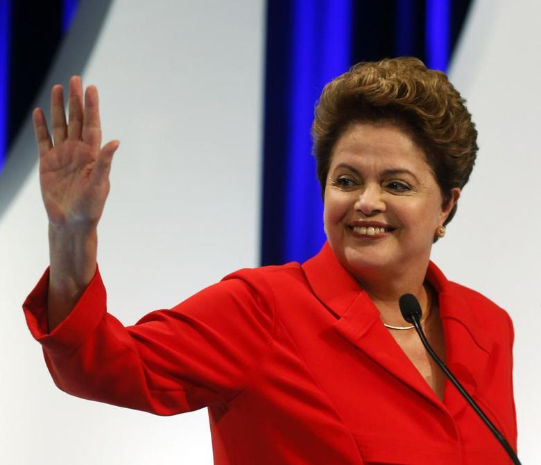 Presidential candidate Dilma Rousseff of Workers Party (PT) waves to the crowd before she takes part in a TV debate in Sao Paulo September 1, 2014. REUTERS/Paulo Whitaker