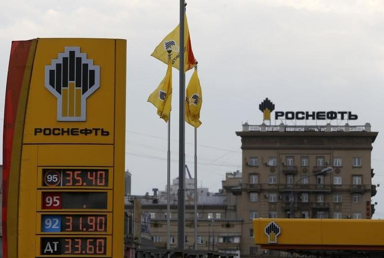 The logo of Russia's top crude producer Rosneft is seen on a price information board of a gasoline station in Moscow July 17, 2014. REUTERS/Sergei Karpukhin