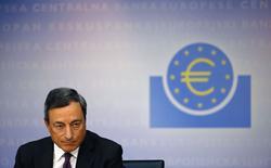 Глава ЕЦБ Марио Драги на пресс-конференции во Франкфурте-на-Майне 4 сентября 2014 года. Европейский центробанк начнет скупку секьюритизированных кредитов (ABS) и обеспеченных активами облигаций в октябре 2014 года, чтобы оживить кредитование в зоне евро, сказал глава ЕЦБ Марио Драги на пресс-конференции в четверг. REUTERS/Kai Pfaffenbach