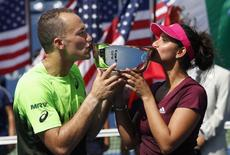 Bruno Soares of Brazil and Sania Mirza of India kiss their trophy after defeating Santiago Gonzalez of Mexico and Abigail Spears of the U.S. in the mixed doubles final match at the 2014 U.S. Open tennis tournament in New York, September 5, 2014.      REUTERS/Mike Segar