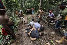 Índios kaapor capturam madeireiros ilegais em Alto Turiacú, no Maranhão. 7/08/2014.  REUTERS/Lunae Parracho