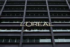 L'Oréal a annoncé le rachat de la société brésilienne Niely Cosmeticos, spécialisée dans les produits de coloration pour les cheveux, mais n'a pas communiqué le montant de la transaction. /Photo d'archives/REUTERS/Benoît Tessier