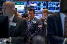 Wall Street a ouvert en baisse mardi, les investisseurs ne trouvant guère de motifs d'acheter après le récent rally qui a vu les indices accumuler les records. Quelques minutes après l'ouverture, le Dow Jones perd 0,39%. Le Standard & Poor's 500 cède 0,28% et le Nasdaq lâche 0,22%. /Photo prise le 2 septembre 2014/REUTERS/Brendan McDermid