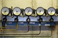 Датчики давления на станции PGNiG под Варшавой 3 января 2006 года. Газпром опровергает информацию о снижении поставок газа в Польшу, заявляя что они остаются на обычном уровне, сказал Рейтер официальный представитель концерна Сергей Куприянов. REUTERS/Katarina Stoltz