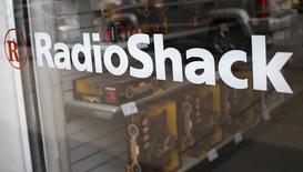 Le distributeur américain d'électronique grand public RadioShack, en perte pour le dixième trimestre consécutif, a prévenu jeudi qu'il pourrait devoir déposer le bilan si sa situation de trésorerie empirait.. /Photo d'archives/REUTERS/Shannon Stapleton