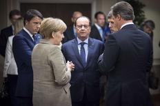 Лидеры стран Европы на саммите НАТО в Ньюпорте 4 сентября 2014 года. Лидеры Европейского союза договорились в четверг о новом раунде санкций против России, но готовы отменить их, если оценка ситуации, которая будет завершена к концу сентября, покажет реализацию мирного плана на Украине, сказал президент Европейского совета Херман Ван Ромпей. REUTERS/Bundesregierung/Guido Bergmann/Pool