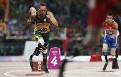 South Africa's Oscar Pistorius (L) starts in the men's 400m - T44 final in the Olympic Stadium at the London 2012 Paralympic Games September 8, 2012. REUTERS/Suzanne Plunkett