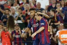 Messi comemora gol com Neymar contra time mexicano León durante jogo no Camp Nou, em Barcelona. 18/8/2014.  REUTERS/Gustau Nacarino
