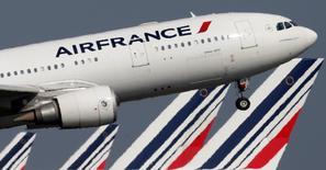 An Air France Airbus A330 aircraft takes off at Charles-de-Gaulle airport, near Paris, September 14, 2014.   REUTERS/Christian Hartmann
