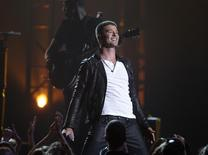 "Singer Robin Thicke performs ""Get Her Back"" at the 2014 Billboard Music Awards in Las Vegas, Nevada May 18, 2014.   REUTERS/Steve Marcus"