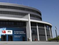 La direction du groupe allemand de télévision payante Sky Deutschland annonce mercredi qu'elle ne recommande pas aux actionnaires minoritaires l'offre de son homologue britannique BSkyB. /Photo d'archives/REUTERS/Michaela Rehle