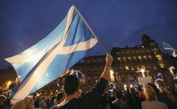 Сторонники независимости Шотландии на митинге в Глазго 17 сентября 2014 года. Судьба Соединённого Королевства Великобритании и Северной Ирландии оказалась в руках сотен тысяч колеблющихся шотландцев, которые не могли определиться с выбором всего за несколько часов до начала референдума о независимости Шотландии. REUTERS/Paul Hackett