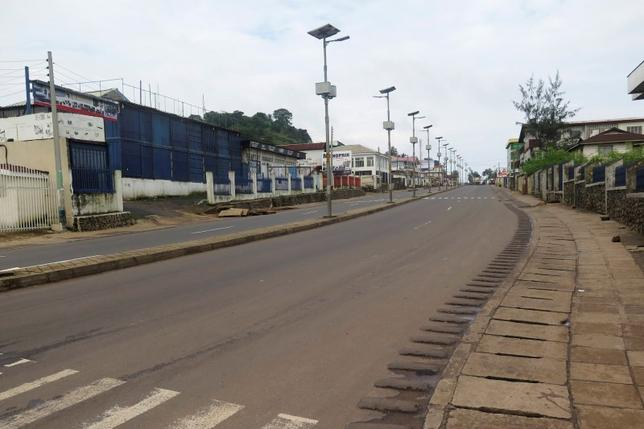 An empty street is seen at the start of a three-day national lockdown in Freetown September 19, 2014.REUTERS/Umaru Fofana