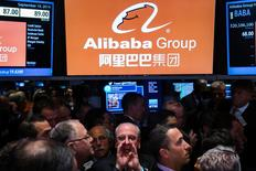 """Traders work on the floor as they wait for a final price on the Alibaba Group Holding Ltd. initial public offering (IPO) under the ticker """"BABA"""", at the New York Stock Exchange in New York September 19, 2014. REUTERS/Lucas Jackson"""