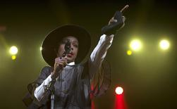 "Singer Lauryn Hill performs during Amnesty International's ""Bringing Human Rights Home"" concert in the Brooklyn borough of New York February 5, 2014. REUTERS/Carlo Allegri"