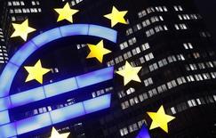 La croissance de l'activité du secteur privé de la zone euro a légèrement ralenti en septembre et les entreprises ont baissé leurs prix pour le 30e mois d'affilée. /Photo d'archives/REUTERS/Kai Pfaffenbach