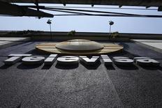 Logo del grupo Televisa visto en sus oficinas en San Ángel en Ciudad de México. Imagen de archivo, 29 abril, 2014. El regulador de las telecomunicaciones de México dijo el miércoles que modificó nuevamente las bases de una esperada licitación para dos cadenas de televisión abierta en el país, con el objetivo de culminar el proceso en el primer trimestre del 2015. REUTERS/Tomas Bravo