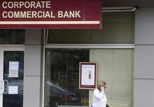 La Commission européenne annonce jeudi avoir engagé une procédure d'infraction contre la Bulgarie liée à la crise bancaire du printemps et réclame que les clients de la Corporate Commercial Bank (Corpbank) aient immédiatement accès à leurs dépôts. /Photo prise le 1er juillet 2014/REUTERS/Stoyan Nenov
