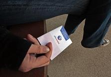 """De nouveaux droits pour les chômeurs, introduits par les partenaires sociaux dans la convention d'assurance chômage conclue en mai dernier, entrent en vigueur le 1er octobre, dont les """"droits rechargeables"""" à indemnisation. Tout demandeur d'emploi ayant retravaillé au moins 150 heures durant sa période d'indemnisation verra désormais celle-ci prolongée d'autant une fois arrivé en fin de droits. /Photo d'archives/REUTERS/Eric Gaillard"""