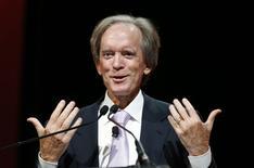 Imagen de archivo del jefe de inversiones de Pimco, Bill Gross, en una conferencia en Chicago, jun 19 2014. Los precios de los bonos del Tesoro estadounidense a corto y mediano plazo cayeron el viernes, tras la noticia de que el jefe de inversiones de Pimco, Bill Gross, se unió a la firma rival Janus Capital Group, lo que generó temores de que el mayor gestor de deuda del mundo tendría que vender bonos ante rescates de inversores.    REUTERS/Jim Young