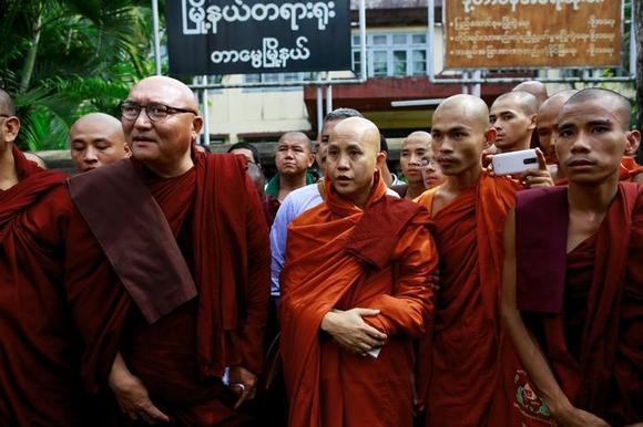 Radical Myanmar monk joins hands with Sri Lankan Buddhists