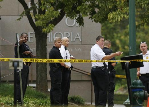 United States Secret Service police stand in front of the Ethiopian Embassy in Washington September 29, 2014.          REUTERS-Gary Cameron