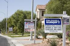 Casas a la venta en Edgetown Place, Las Vegas. Imagen de archivo, 04 octubre, 2007. Los precios de las viviendas unifamiliares de Estados Unidos subieron en julio en términos anuales pero no alcanzaron las expectativas, mostró el martes un sondeo del sector.  REUTERS/Adam Tanner
