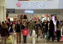 La confiance du consommateur aux Etats-Unis s'est nettement détériorée en septembre par rapport au mois précédent et est ressortie à son plus bas niveau depuis mai. /Photo d'archives/REUTERS/Jonathan Alcorn